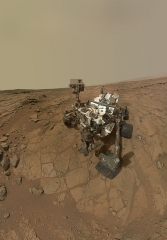 curiosity_rovers_self_portrait_at_john_klein_drilling_site_cropped